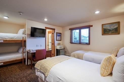 Mountain Chalet Aspen Bunk Room
